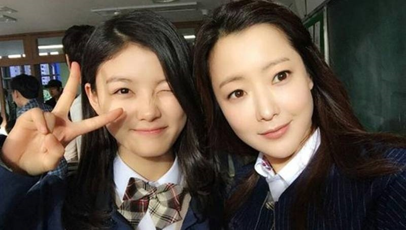 kim yoo jung reveals an important beauty tip she got from kim hee sun actors she wants to work with later 20170301164254